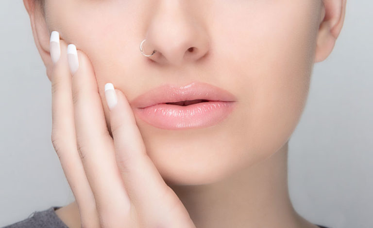 Makeup/piercing
